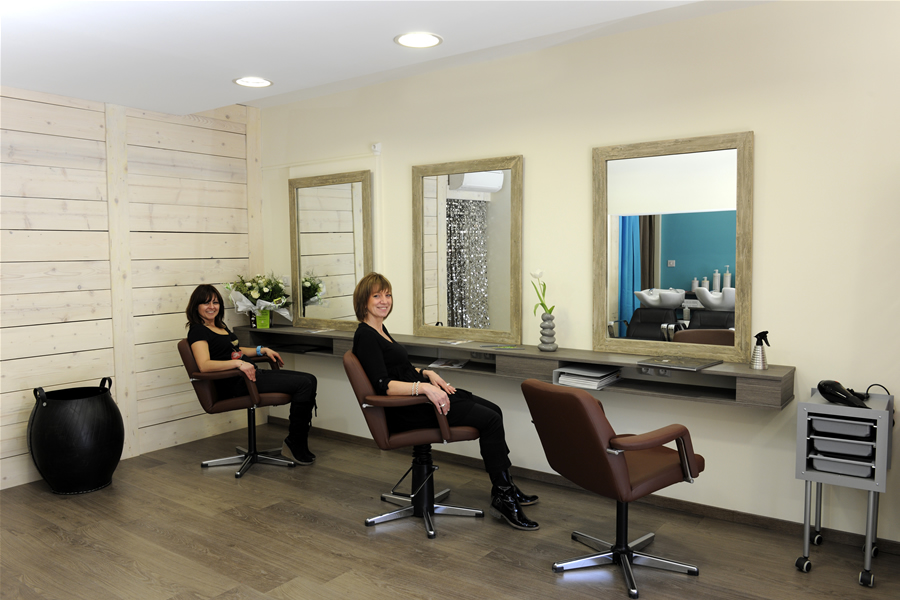 Coiffeur cheval blanc benoit 39 s coiffeur coiffeur mixte for Salon de coiffure niwel tarifs
